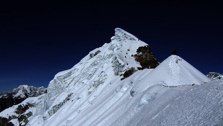 lobuche-west-peak-climbing.jpg